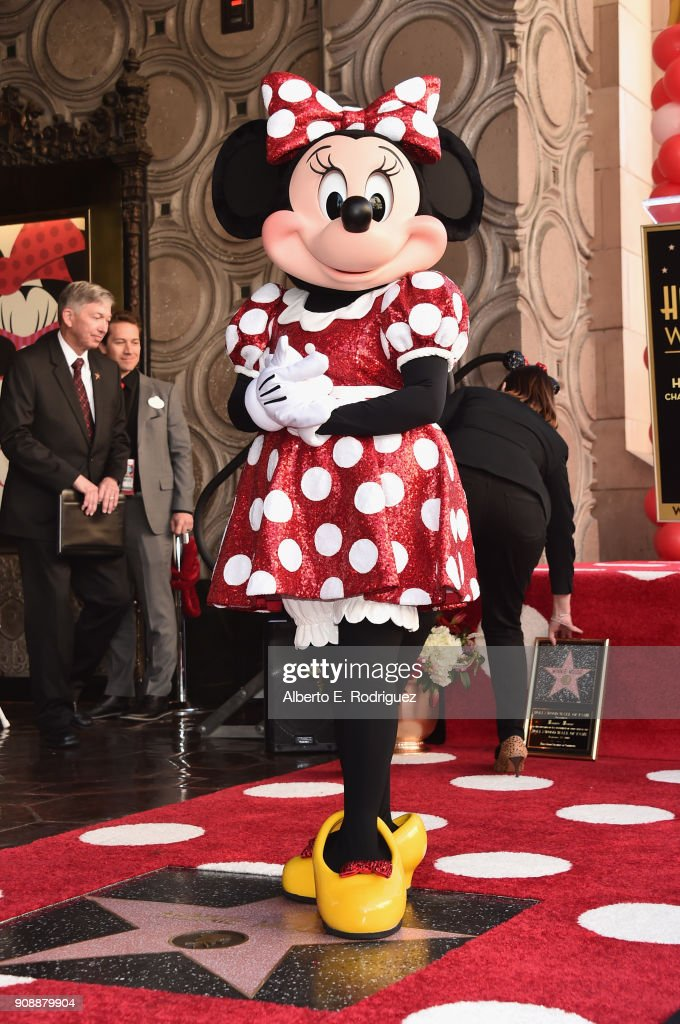 Disney's Minnie Mouse Celebrates Her 90th Anniversary With Star On The Hollywood Walk Of Fame : Photo d'actualité