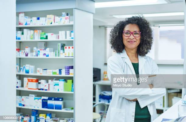dispensing top quality medicine is what i do - pharmacist stock pictures, royalty-free photos & images