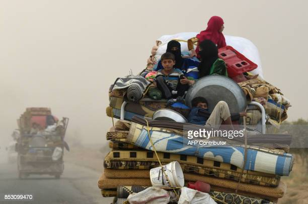 TOPSHOT Displaced Syrians from Deir Ezzor head to refugee camps on the outskirts of Raqa on September 24 2017 as Syrian fighters backed by US special...