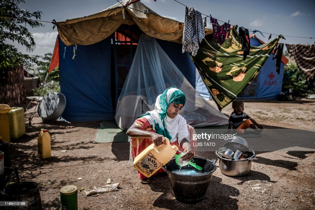 TOPSHOT-SOMALIA-CLIMATE-FLOOD-DROUGHT-EMERGENCY : News Photo