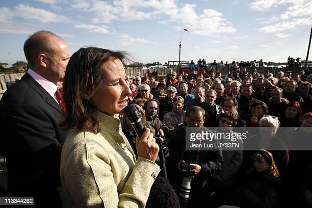 Displacement Of Segolene Royal In Aude - On November 04Th, 2006 In Aigues Morte, France - Here, Segolene Royal Met Activists Ps.