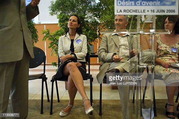 Displacement Of Segolene Royal In Charente Maritime On June 16Th 2006 In La Rochelle France Here Segolene Royal Meets The Commitee Desirs D' Avenir...