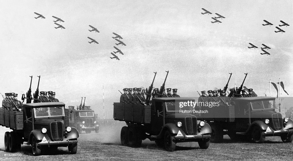 Display of Lithuanian Anti-Aircraft and Air Squadrons : News Photo