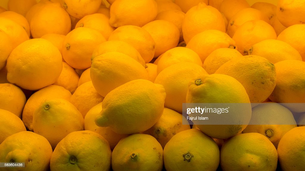 Display Of Lemons In Market : Stock Photo