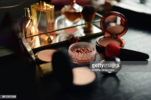 display of make-up items for summer - make up stockfoto's en -beelden