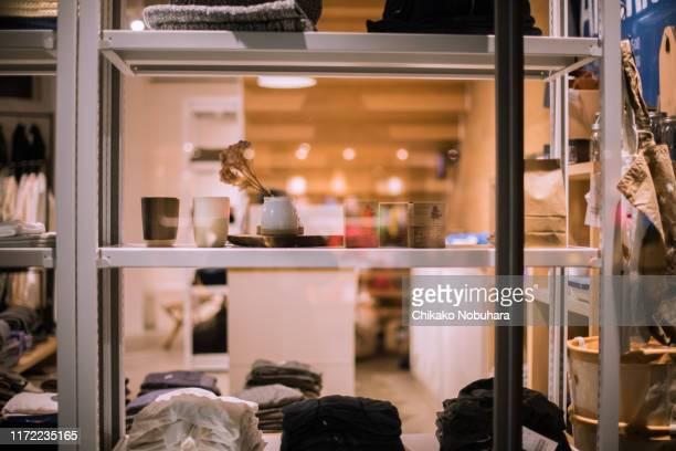 display showcase - ショーウィンドウ ストックフォトと画像