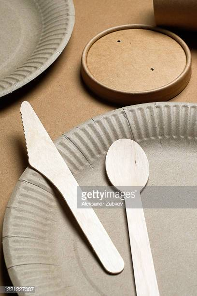 disposable eco-friendly tableware made of bamboo wood and paper on a cardboard background. the photo is covered in graininess and noise. - 使い捨て製品 ストックフォトと画像