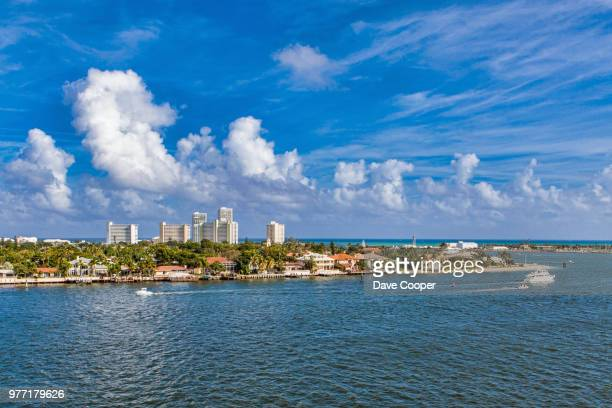 distant city skyline, fort lauderdale, florida, usa - gulf coast states stockfoto's en -beelden