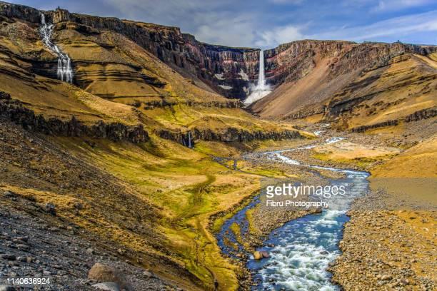 distant view of hengifoss waterfall near egilsstaðir - austurland stock-fotos und bilder