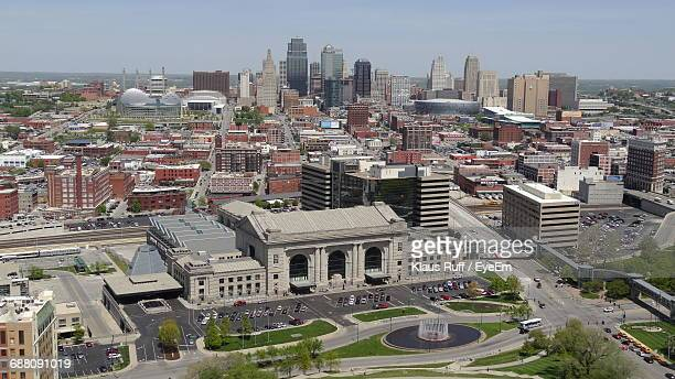 distant view of one kansas city place amidst modern buildings in city - ミズーリ州 カンザスシティ ストックフォトと画像
