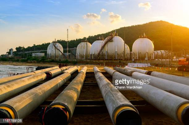distillation tank of oil refinery plant, morning time - 液化天然ガス ストックフォトと画像