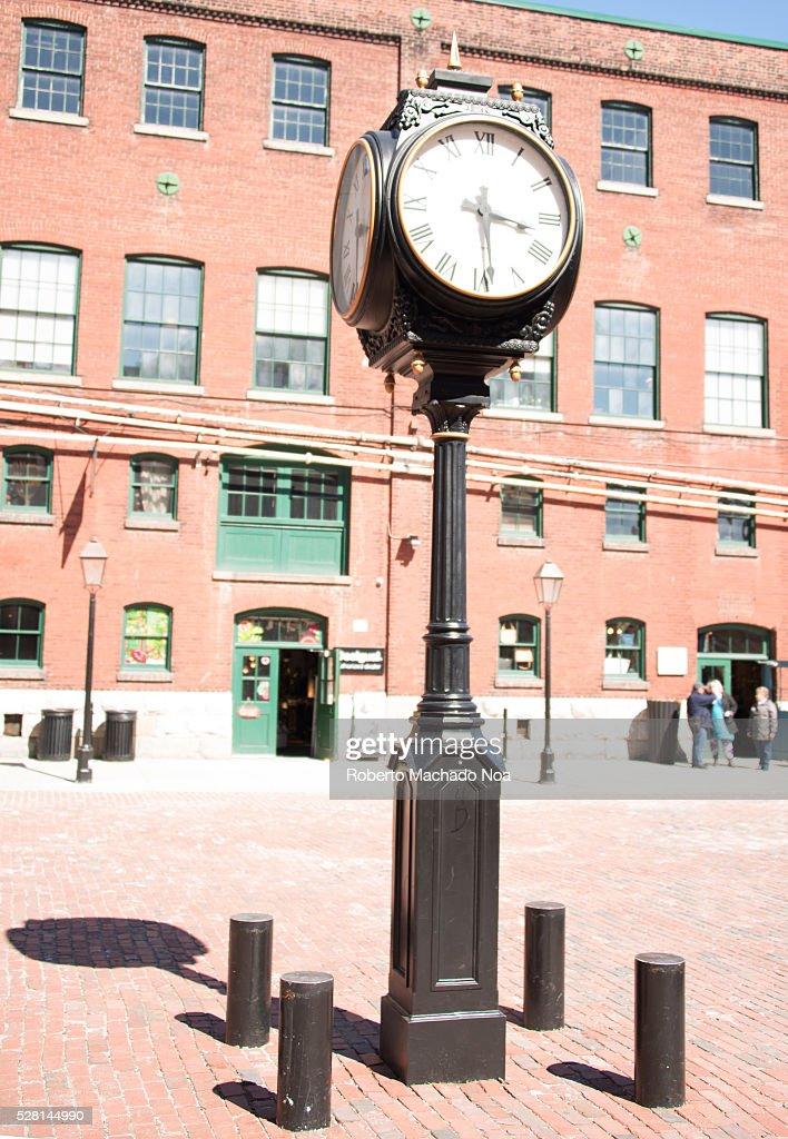 Distillery district: Vintage black street clock with Roman... : News Photo