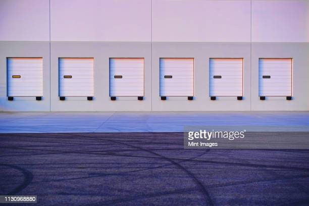 distribution center bay doors - roller shutter stock pictures, royalty-free photos & images