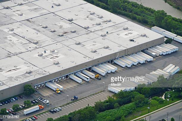 distribution center - loading dock stock pictures, royalty-free photos & images