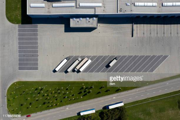 distribution warehouse and trucks from above - food distribution stock pictures, royalty-free photos & images