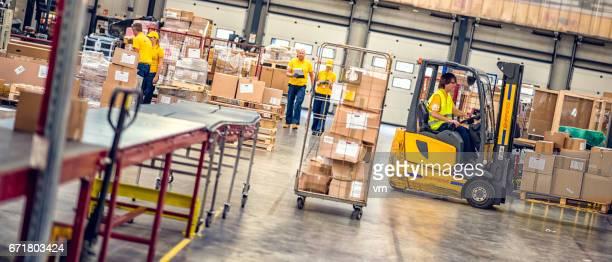流通倉庫の従業員