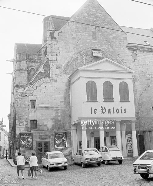 Disused Churches En France le 16 septembre 1973 la façade d'une église désaffectée transformée en cinéma 'Le Valois'