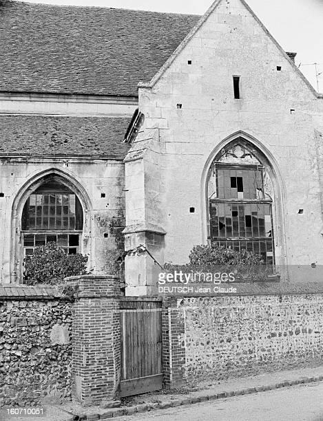 Disused Churches VerneuilsurAvre 16 septembre 1973 Un côté de l'église SaintLaurent transformée en cinémathéâtre 'Le Trianon'
