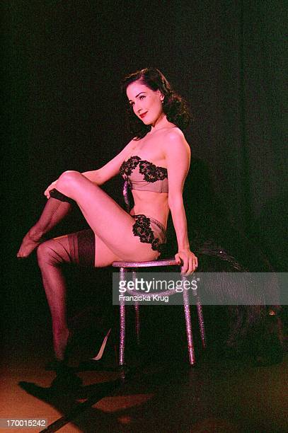 Dita Von Teese Occurs On The Roof Terrace Hard From The Production Company Mme In Berlin On 260806