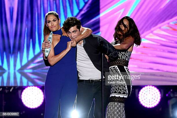WWE Diva Brie Bella actor Matthew Daddario and WWE Diva Nikki Bella speak onstage during Teen Choice Awards 2016 at The Forum on July 31 2016 in...