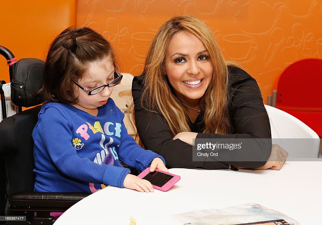 Wwe Diva Layla El Sings With A Child During A Visit To St Marys