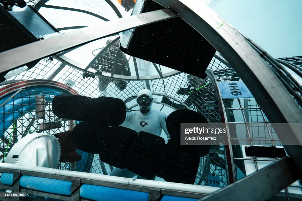 """FRA: Test of the lunar module """"ESPRIT"""" in the pools of Comex in Marseille"""