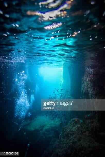 diver between cracks - 深い ストックフォトと画像