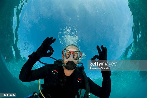 diver gives ok signal