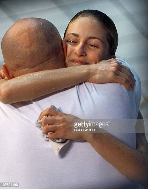 US diver Laura wilkinson embraces her coach Ken Armstrong after winning the 10m platform final 24 September 2000 at Sydney international Aquatic...