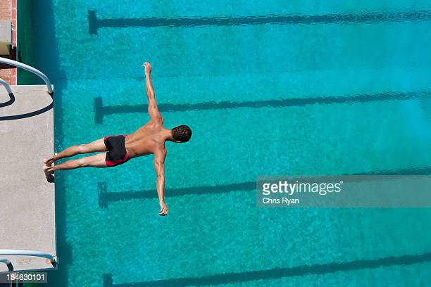 Diver midair in die pool