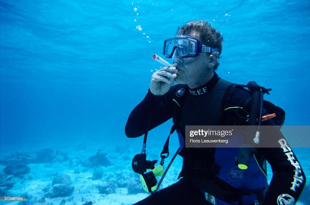 diver-smoking-marijuana-underwater-pictu
