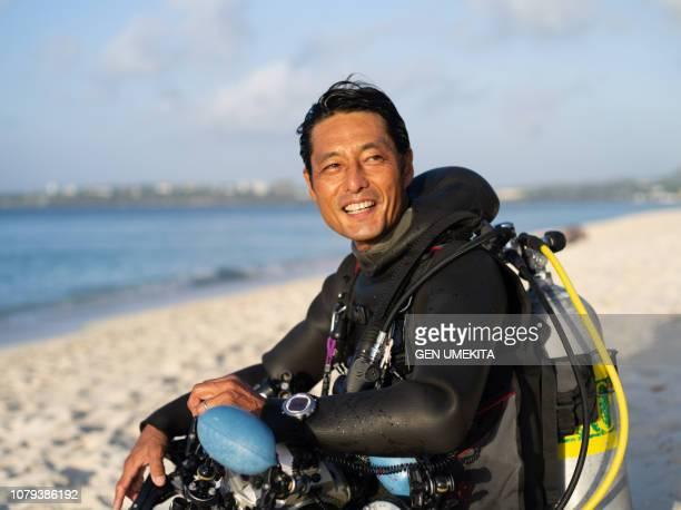 diver's portrait at the beach - 趣味 ストックフォトと画像