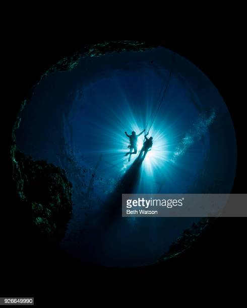 divers silhouettes in current - diving sport stock pictures, royalty-free photos & images