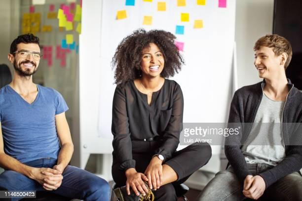 diverse business team in a meeting at office - diverse women - fotografias e filmes do acervo