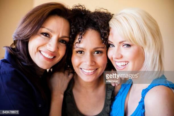 grande grupo de meninas atraentes - diverse women - fotografias e filmes do acervo
