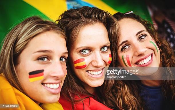 Vielfältige Italien, Spanien, Deutschland Freunden Fan im Stadion