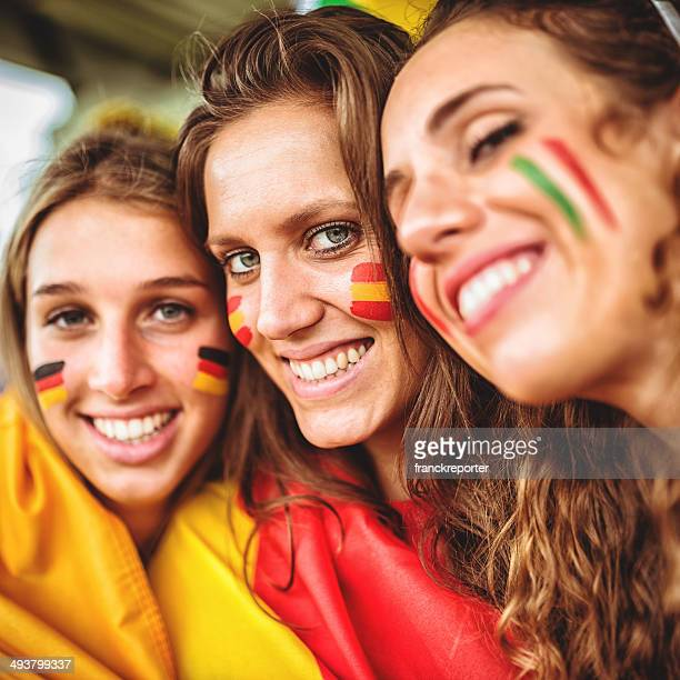 Vielfältige Italien spainand Deutschland Freunden Fan im Stadion