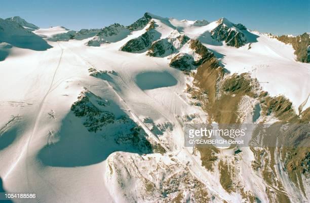 Diverses vues du glacier du Pitztal dans le Tyrol sur lequel Régine Cavagnoud à heurté un entraîneur allemand pendant une descente d'entraînement le...