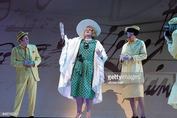 """Divertissementchen 'Diva Colonia"""" Gastspiel der Cäcilia Wolkenburg 2015Stück Der »Casa Colonia« einem Kölner Altenheim für Sänger Komponisten und..."""