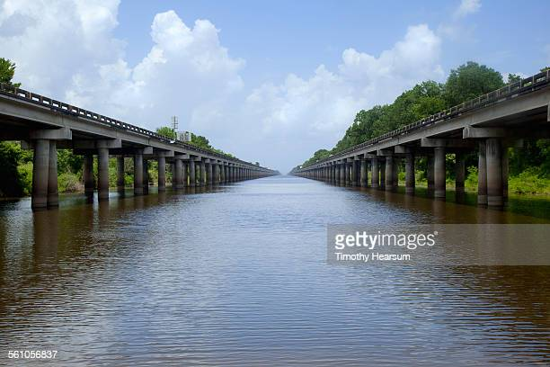 divided causeway through mississippi delta - timothy hearsum stock pictures, royalty-free photos & images