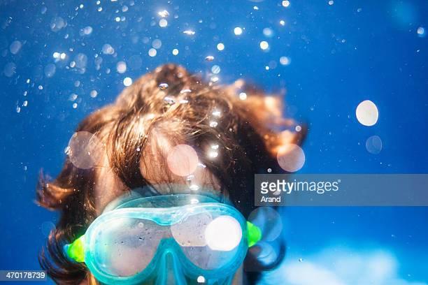 Garçon de plongée sous-marine