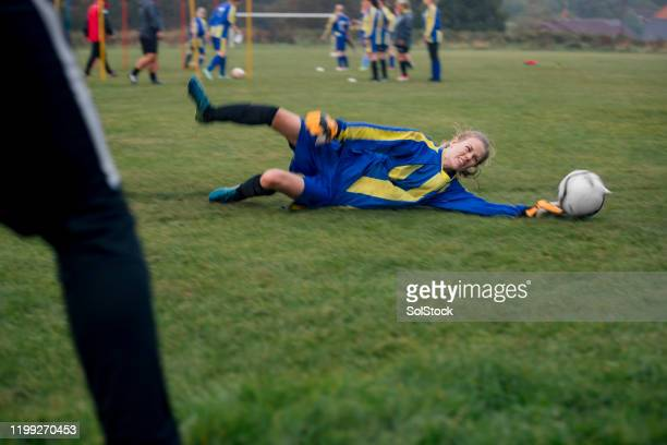 diving for the ball - defender soccer player stock pictures, royalty-free photos & images