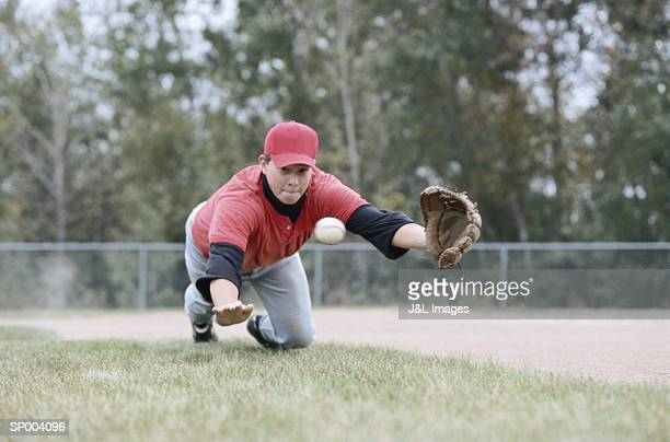 diving to catch a baseball - diving to the ground stock pictures, royalty-free photos & images