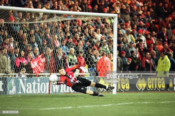 Division One match, Middlesbrough 6 -0 Swindon Town held at the Riverside Stadium. Goalkeeper Marlon Beresford, 11th March 1998.