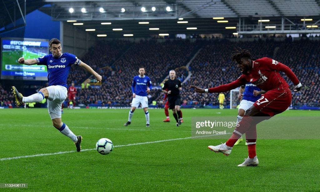 Everton FC v Liverpool FC - Premier League : Nieuwsfoto's