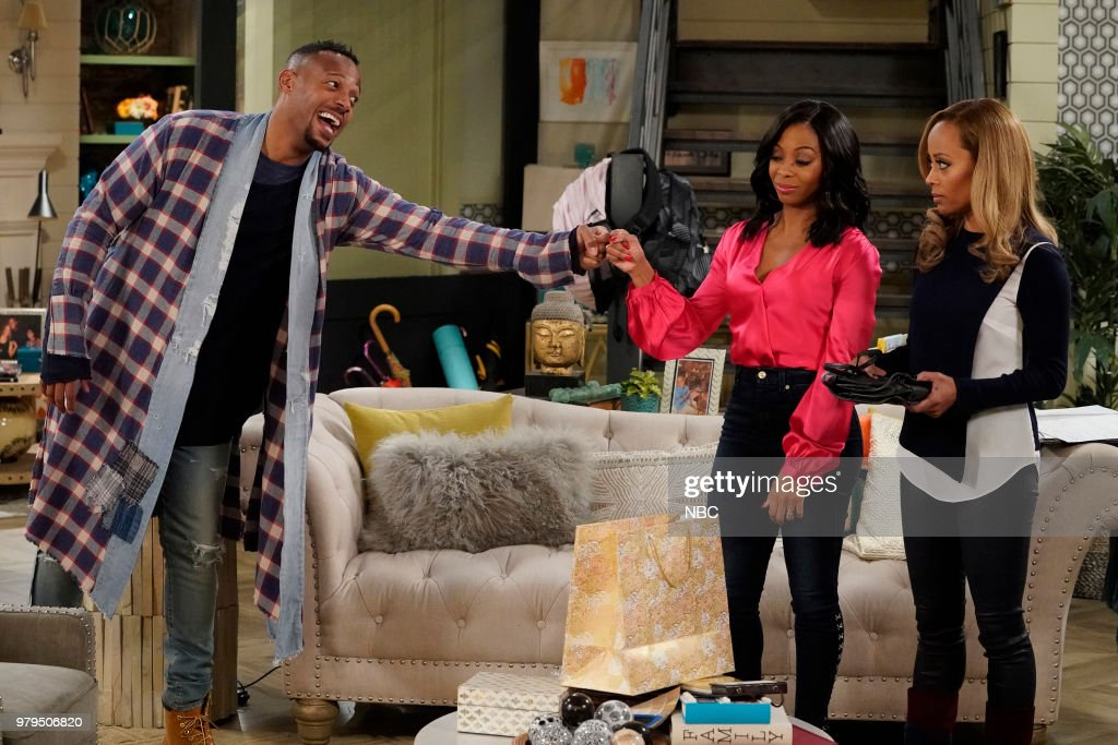 MARLON -- 'Divorce Counseling' Episode 201 -- Pictured: (l-r) Marlon Wayans as Marlon Wayne, Bresha Webb as Yvette, Essence Atkins as Ashley Wayne --