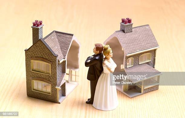 divorce settlement house cut in half. - divorce stock pictures, royalty-free photos & images