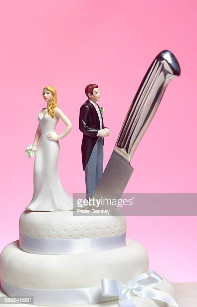 divorce wedding cake - kitchen knife stock pictures, royalty-free photos & images