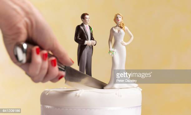 divorce wedding cake - wife stock pictures, royalty-free photos & images