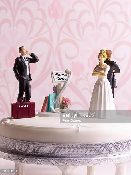 divorce wedding cake with lawyer - male likeness stock pictures, royalty-free photos & images